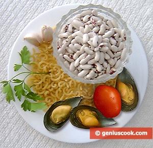 Макароны с фасолью и мидиями