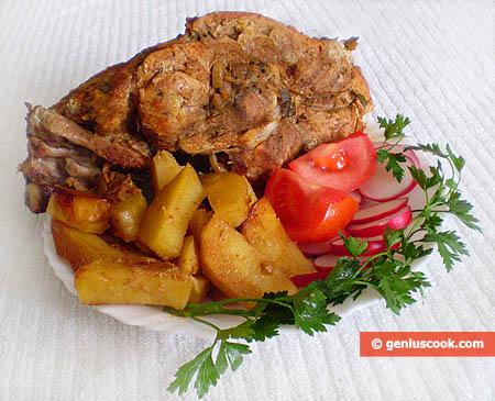 Окорок запечёный с картофелем
