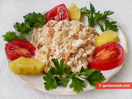 Салат с копченой курицей и ананасом и грибами рецепт