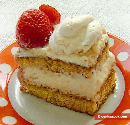 Торт с безе и клубникой