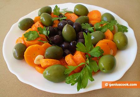 Салат из отварной моркови с оливками