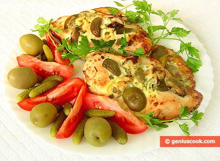 Грудки запечённые с корнишонами и оливками