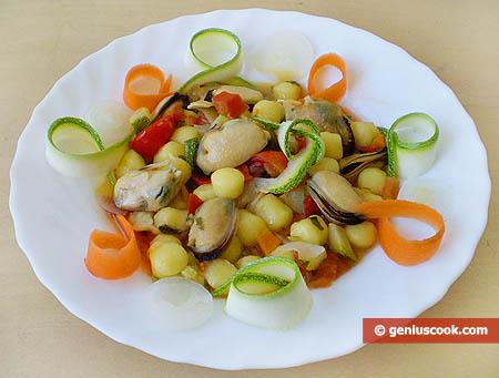 Ньокетти с мидиями и овощами