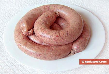Сырые колбаски купаты
