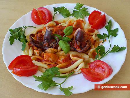 Итальянская паста с соусом из осьминогов