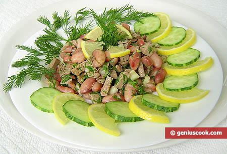 Салат из фасоли с индюшиной печенью