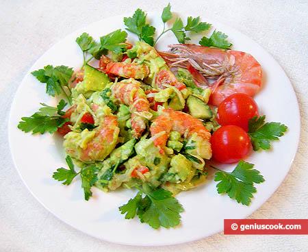 Салат из авокадо с тигровыми креветками