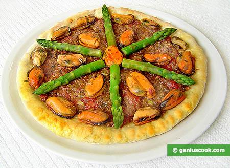 Пицца Елена, со спаржей, мидиями и тунцом