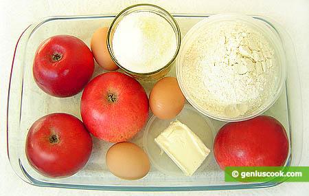 Ингредиенты для шарлотки с красными яблоками