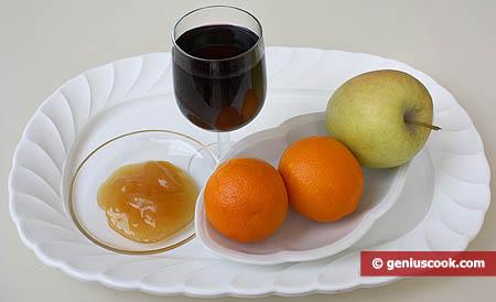 Ингредиенты для десерта из фруктов и сладкого вина