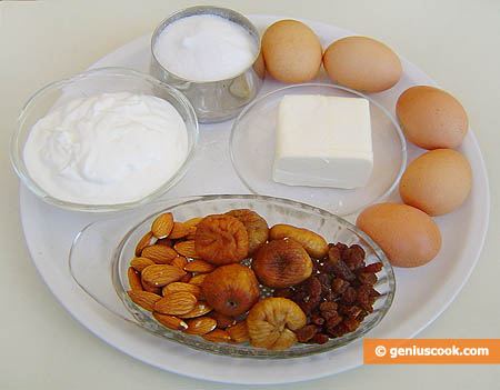 Ингредиенты для кекса с инжиром, изюмом и миндалём