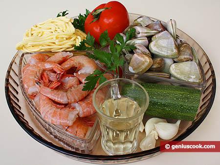 Ингредиенты для пасты с моллюсками и креветками