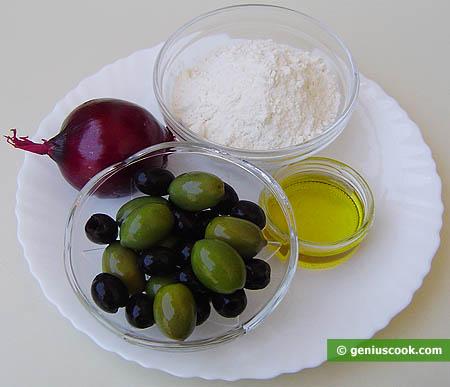 Ингредиенты для хлеба с оливками и красным луком