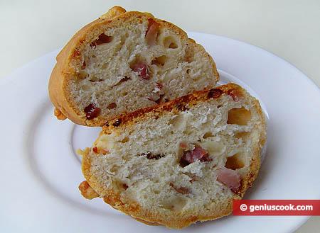 Неаполитанская булочка в разрезе