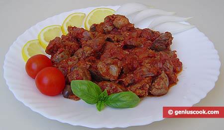 Куриные потрошки тушёные в томатном соусе