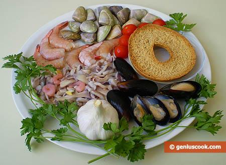 Ингредиенты для супа из моллюсков и креветок