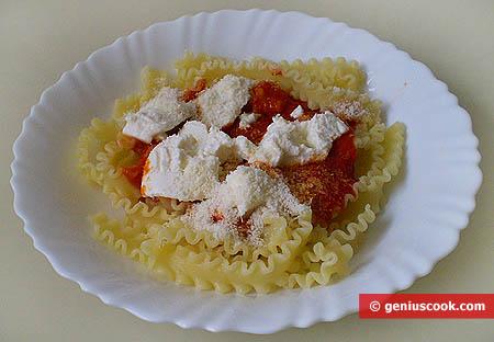 Мафалде с томатным соусом и рикоттой