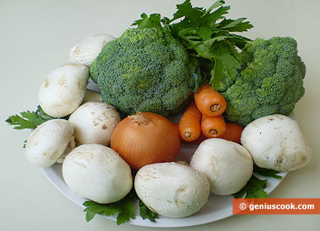 Ингредиенты для тушёной брокколи с грибами