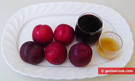 Ингредиенты для нектаринов в сладком вине