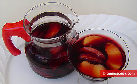 Нектарины в сладком вине