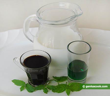 Ингредиенты для молочного коктейля с тамариндовым и мятным сиропом