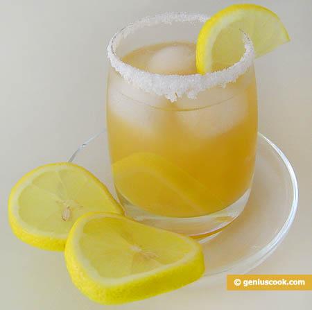 Коктейль с мартини и персиковым соком