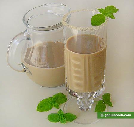 Готовый молочный коктейль с мятой и тамариндом