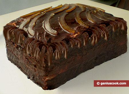 Готовый торт с кремом-суфле, покрытый шоколадной глазурью