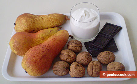 Ингредиенты для десерта из груш со сливками, орехами и шоколадом