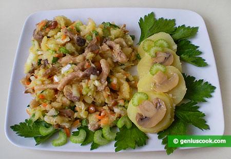 Салат с картофелем, капустой, грибами и сельдереем