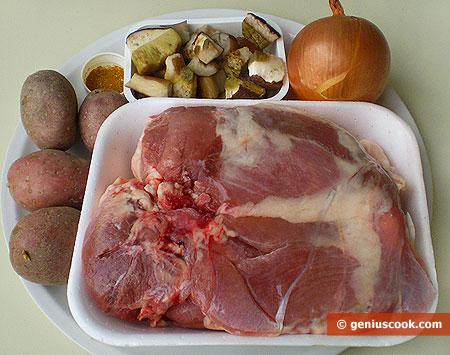 Ингредиенты для индюшатины, маринованной в белом вине, с картофелем и грибами