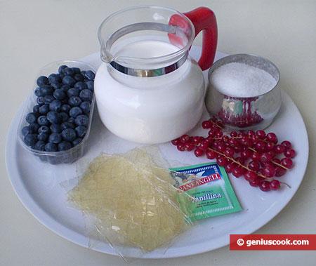 Ингредиенты для крема-суфле с черникой и красной смородиной