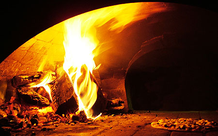 Пицца в дровяной печи