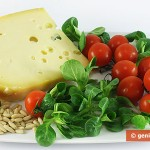 Ингредиенты для салата с валерианой, помидорами и сыром