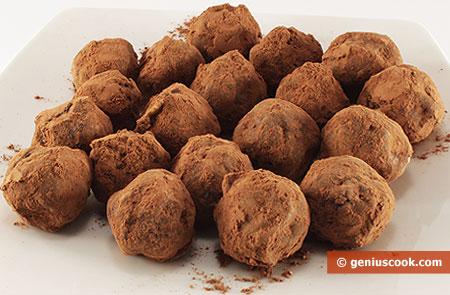 Шоколадные домашние конфеты с орехами и курагой