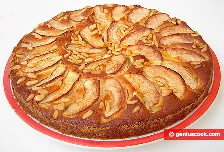 Яблочный пирог с черносливом и изюмом