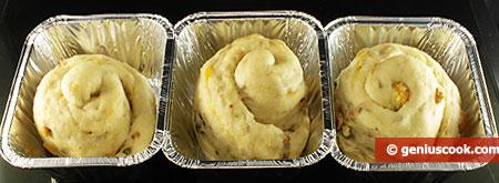 Сырые булочки на расстойке