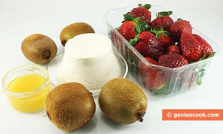 Ингредиенты для десерта с киви, клубникой и рикоттой