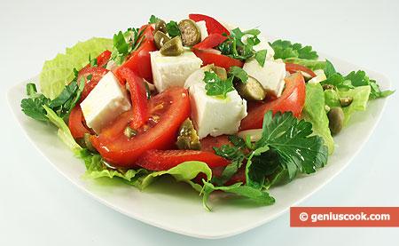 Греческий салат с сыром Фета и каперсами