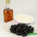 Ингредиенты для десерта с черникой и кленовым сиропом