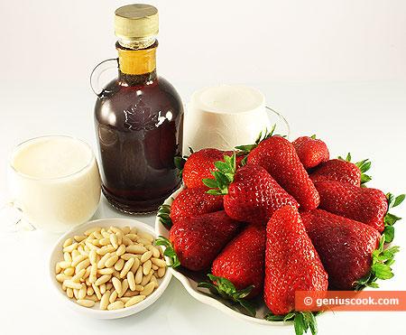 Ингредиенты для десерта с клубникой и кленовым сиропом