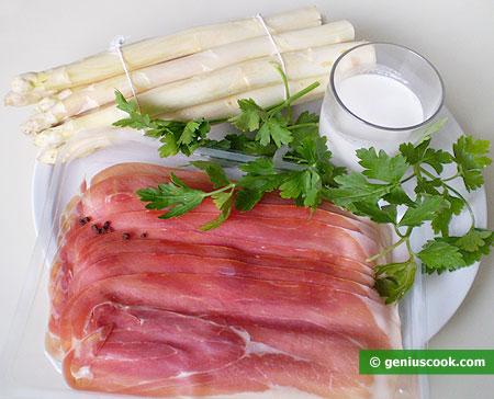 Ингредиенты для белой спаржи с ветчиной прошутто и сливками