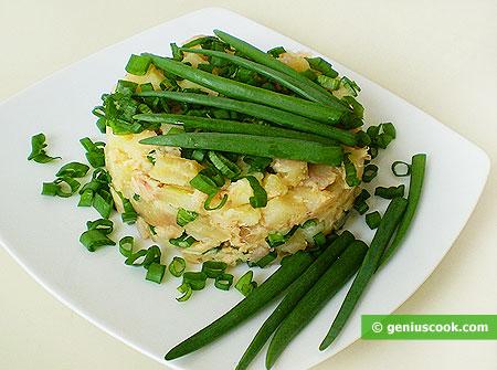 Картофельный салат с тунцом и зелёным луком