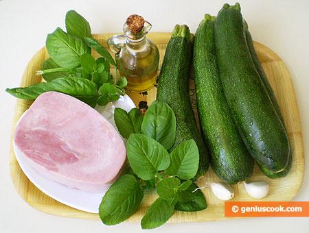 Ингредиенты для салата с цуккини гриль, ветчиной и мятой