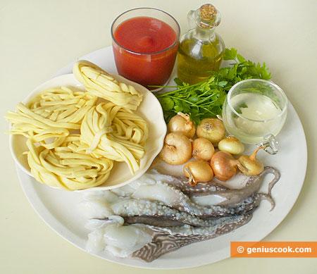 Ингредиенты для тальятелле с чёрным соусом из каракатицы