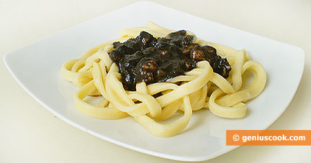 Тальятелле с чёрным соусом из каракатицы