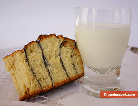 Кусочек булочки с молоком