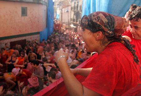 На испанском томатном фестивале