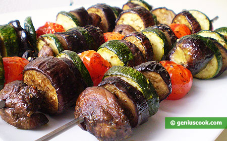 Овощи и грибы гриль на шпажках