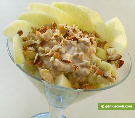 Салат Красоты с овсяными хлопьями, яблоком и орехами